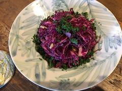 紫キャベツとパセリとくるみのサラダ【こぐれひでこの「ごはん日記」】