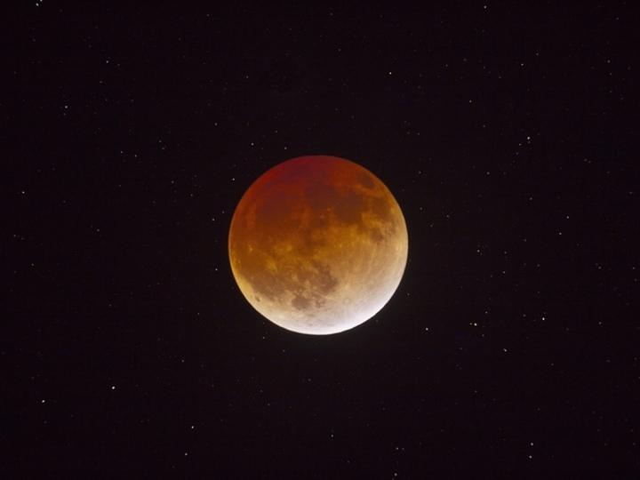 1月31日は皆既月食&ブルームーン、方角、時間、鑑賞法は?