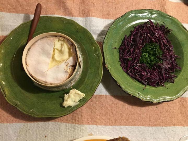 紫キャベツとパセリのサラダとMont d'Or(チーズ)【こぐれひでこの「ごはん日記」】
