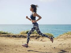必見! 日本人女性の足型に合うROXYのこだわりランニングシューズ