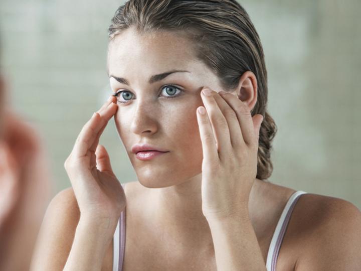 眉間と目もとのシワは薄くできる?スペシャリストが原因と解消法を伝授