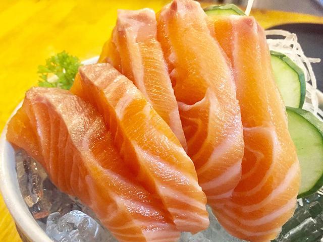 4-640_gettyimages-879442214-kriangkrai-thitimakorn-sashimi