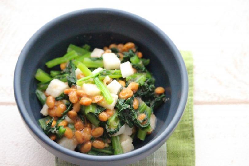 レンチンして混ぜるだけ、簡単おかず。小松菜と納豆のねばねば和え