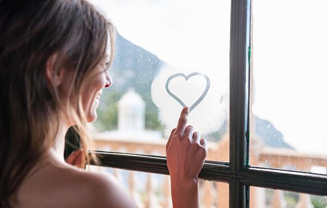 04_640_woman-tracing-heart-window-1000x636