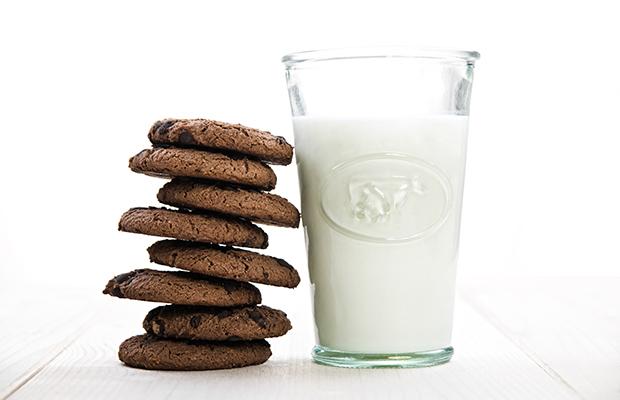 shutterstock_190409741-milk-cookies-spring232