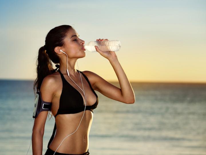 身体のダメージは絶大。「のどの渇き」以外にもある、脱水症状のサイン9つ
