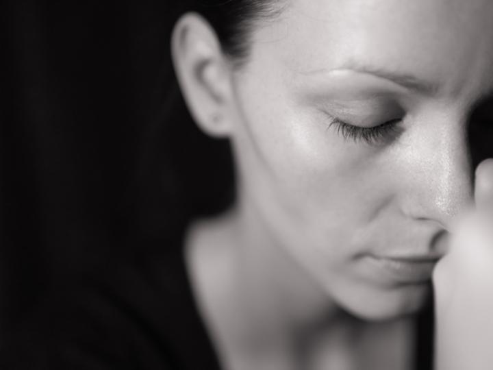 いつも不安なのは、不安障害だから? 気を付けるべき7つのサイン