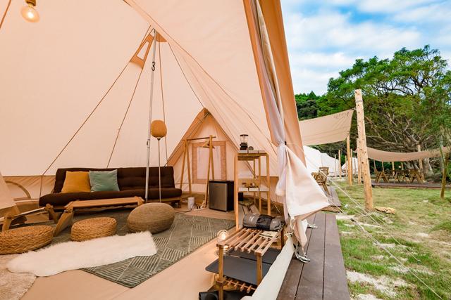 テント内は北欧デザイン