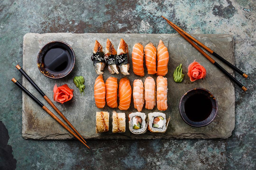 台の上に並んだお寿司