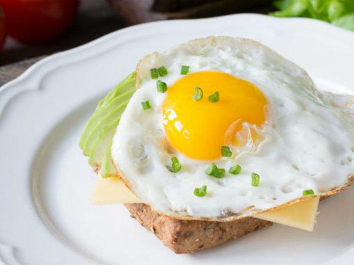 肉をたっぷり食べなくても、ビタミンB12が摂れる植物性の食材9つ