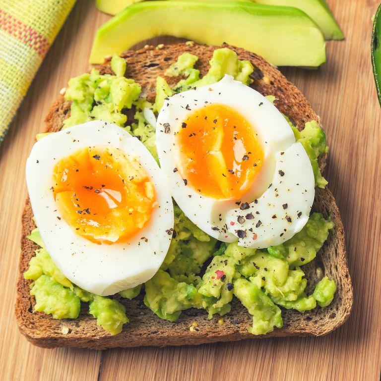 ゆで卵とアボカド