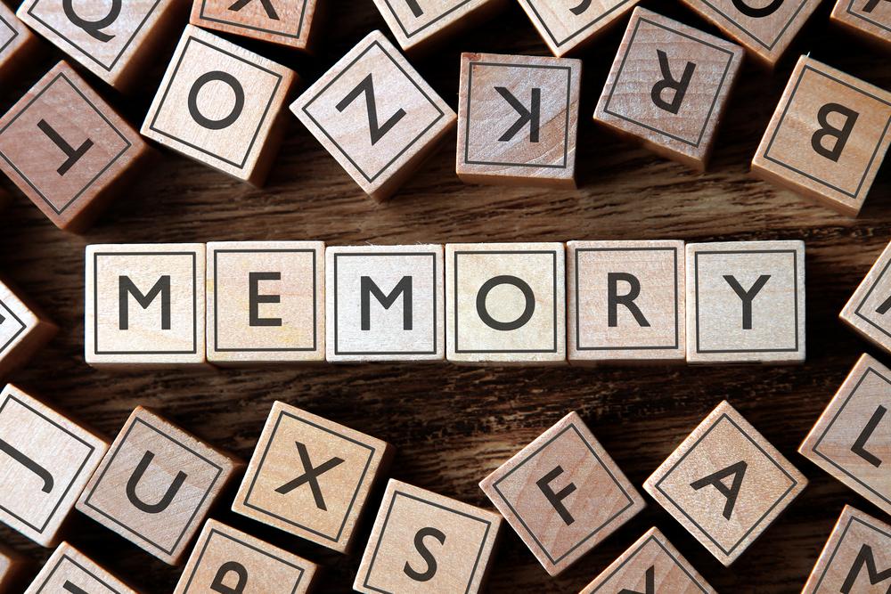メモリーと書いた積み木