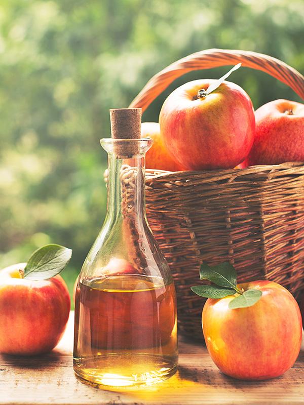 りんご酢とりんご