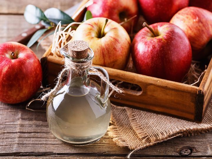 りんご酢の隠れたダイエットパワー3つ。ぽっこりお腹や脂肪燃焼に