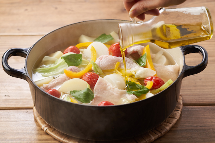 カラフル野菜と館ヶ森高原豚の満腹にんにくオリーブ鍋