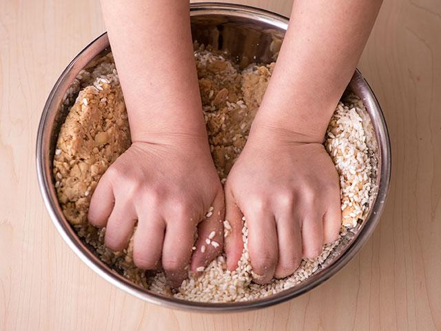 味噌づくり 大豆をつぶす