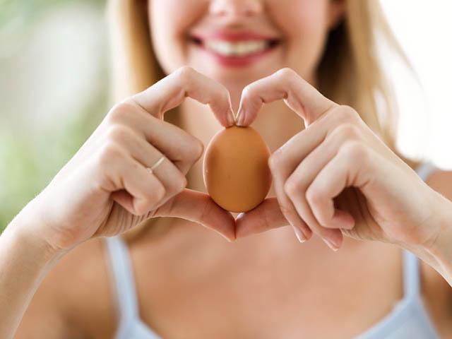 卵を持つ女性