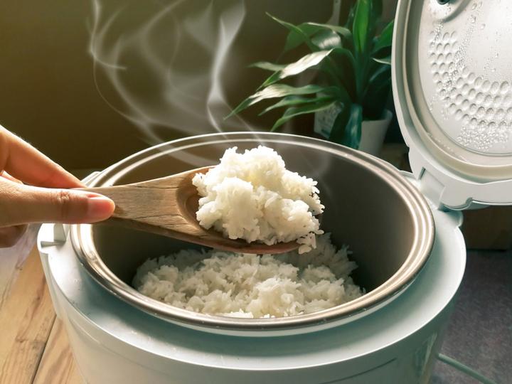 炊飯器と白米