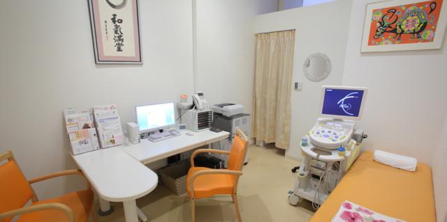対馬ルリ子女性ライフクリニック銀座診察室