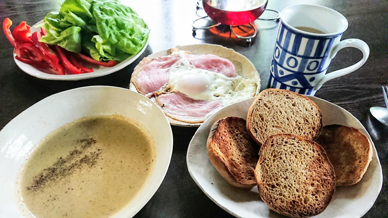 base breadのある食卓