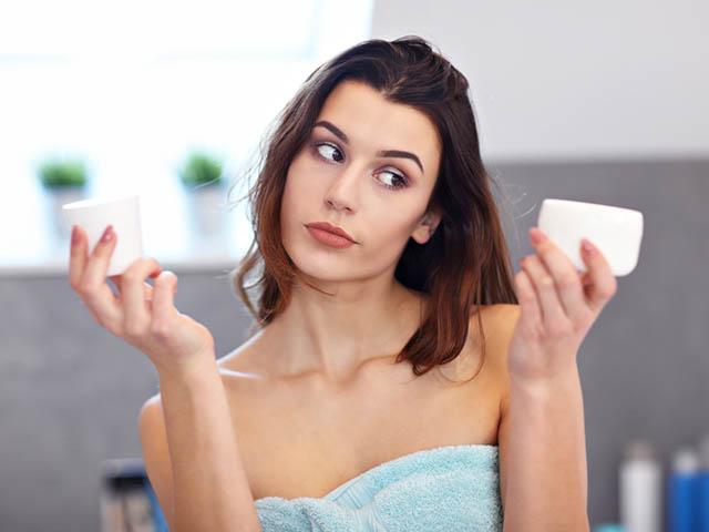 洗顔料に悩む女性