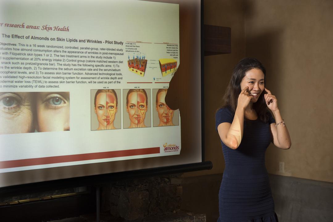 アーモンドの栄養に関する講義