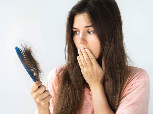 脱毛に悩む女性