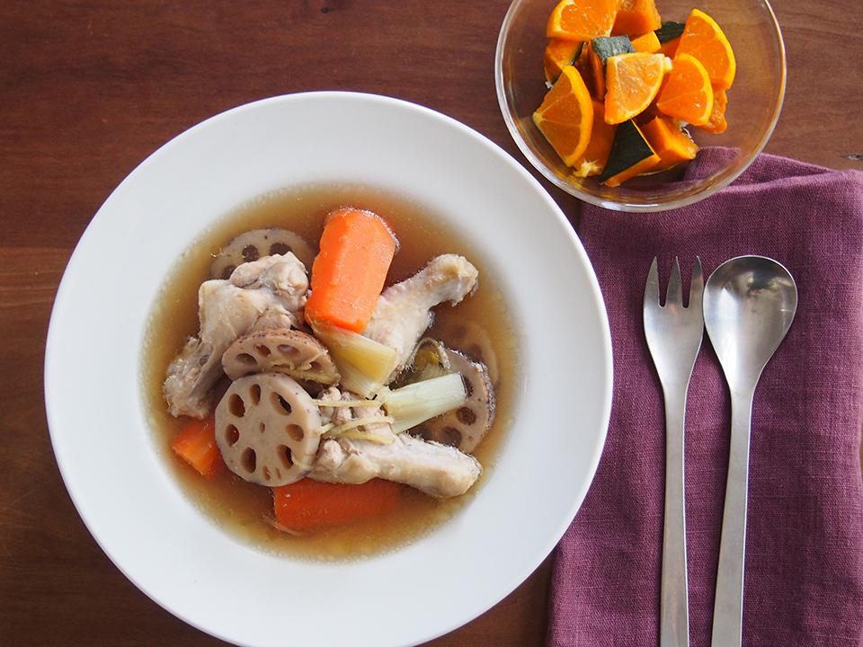 鶏と根菜のスープと、かぼちゃとみかんのサラダ