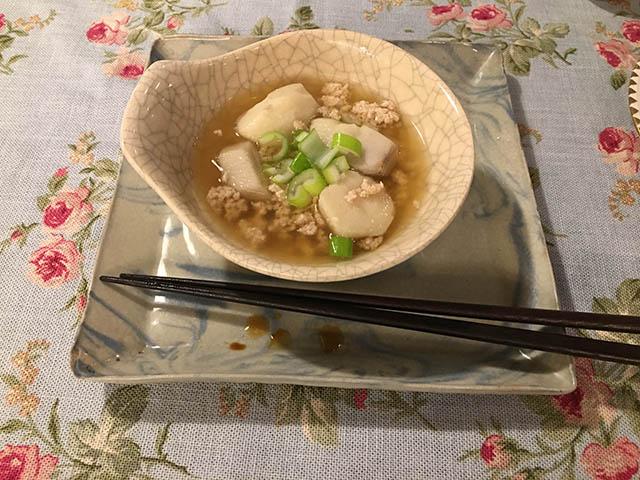 里芋と鳥挽肉
