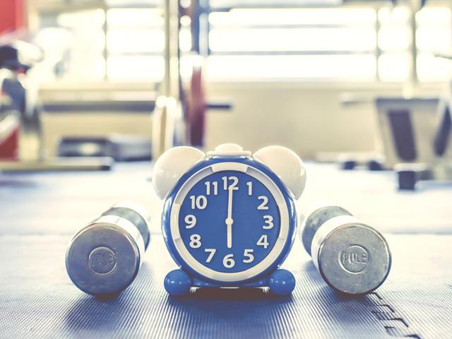 時計とダンベル