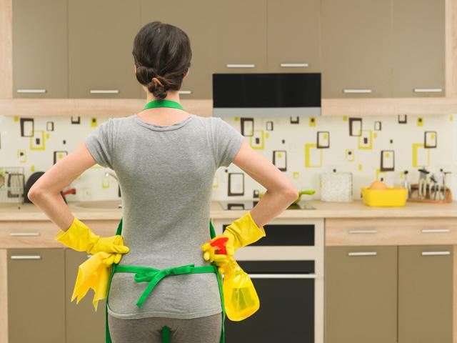 掃除をしようとしている女性