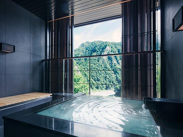 星のやグーグァンの室内露天風呂