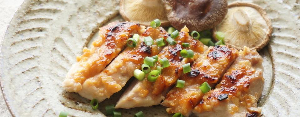 鶏もも肉の酒粕味噌焼き
