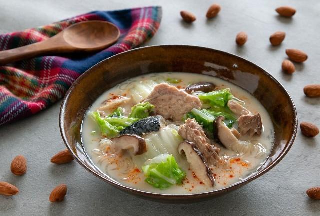 サバ缶の食べるアーモンドミルクスープ