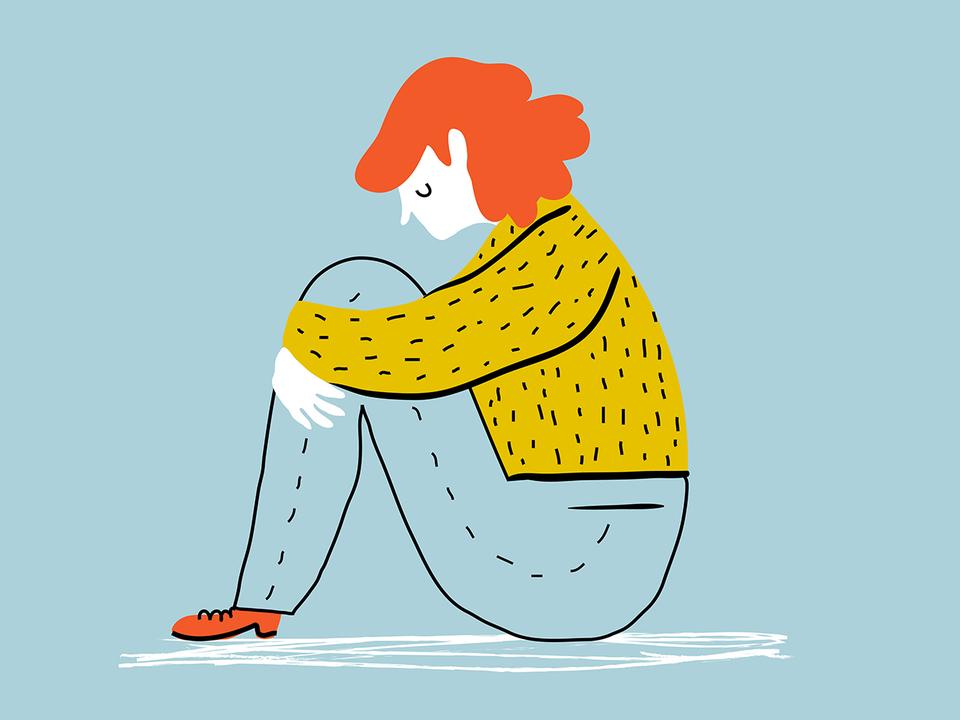 ひざを抱える女性