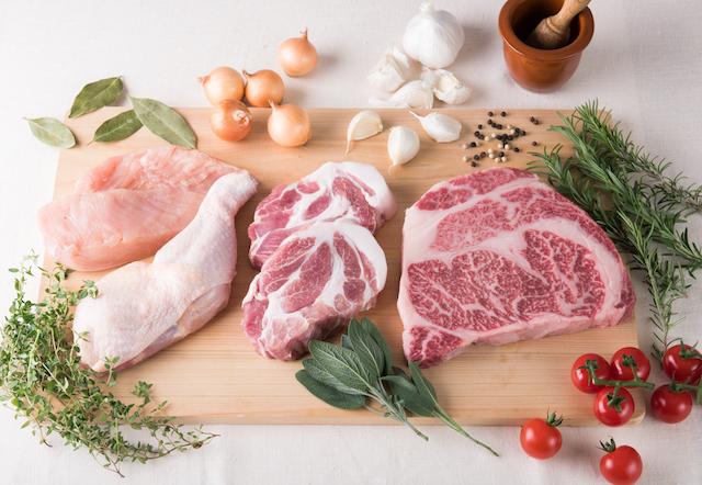 鶏肉、豚肉、牛肉のセット。
