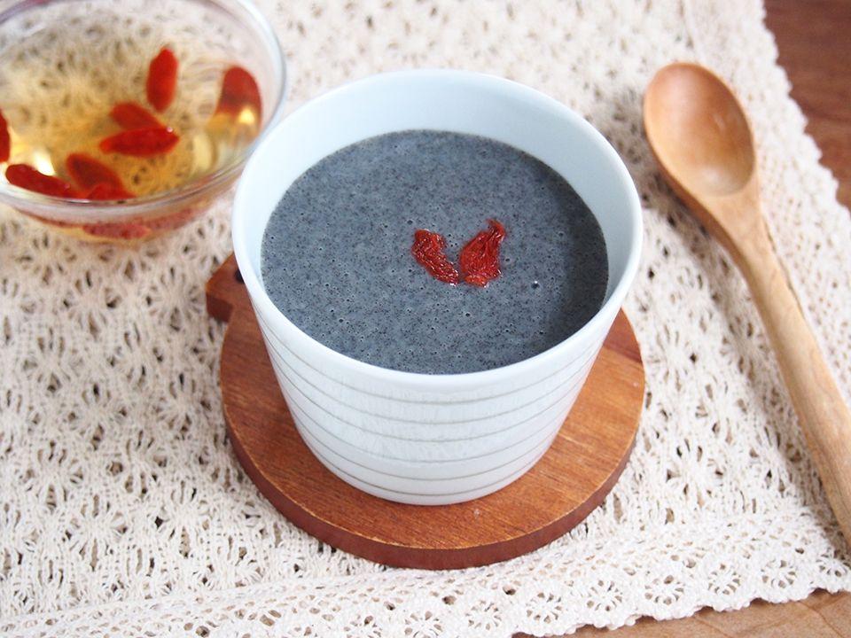 黒ごま豆乳プリンとクコの実茶
