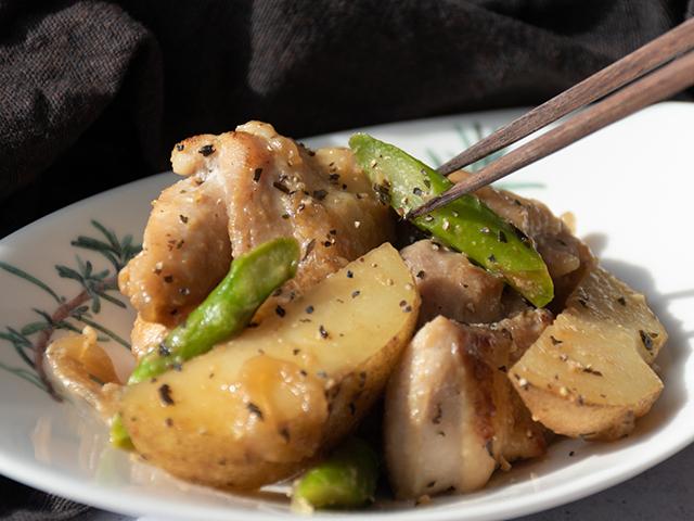 鶏肉とじゃがいもの塩麹和えのレシピ