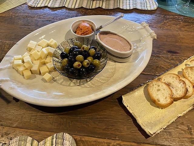 チーズやオリーブやパテなど