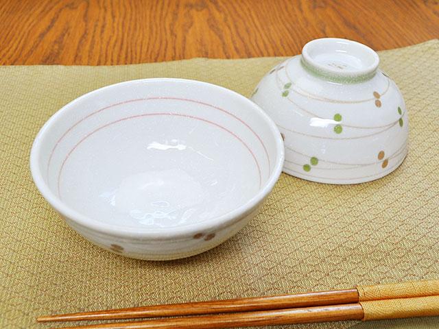 毎日同じ量のご飯を簡単によそうことができるお茶碗