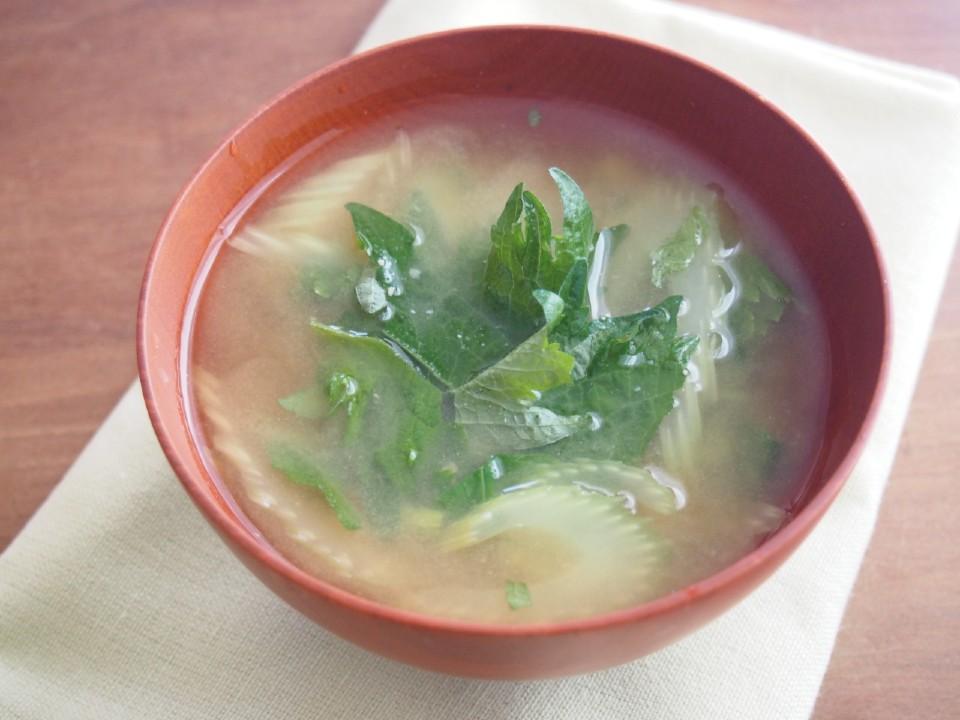 セロリと大葉の味噌汁