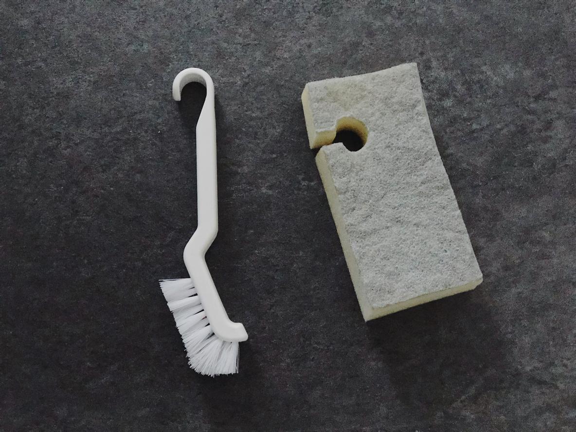 フック付きお掃除ブラシと引っ掛けられるバススポンジ