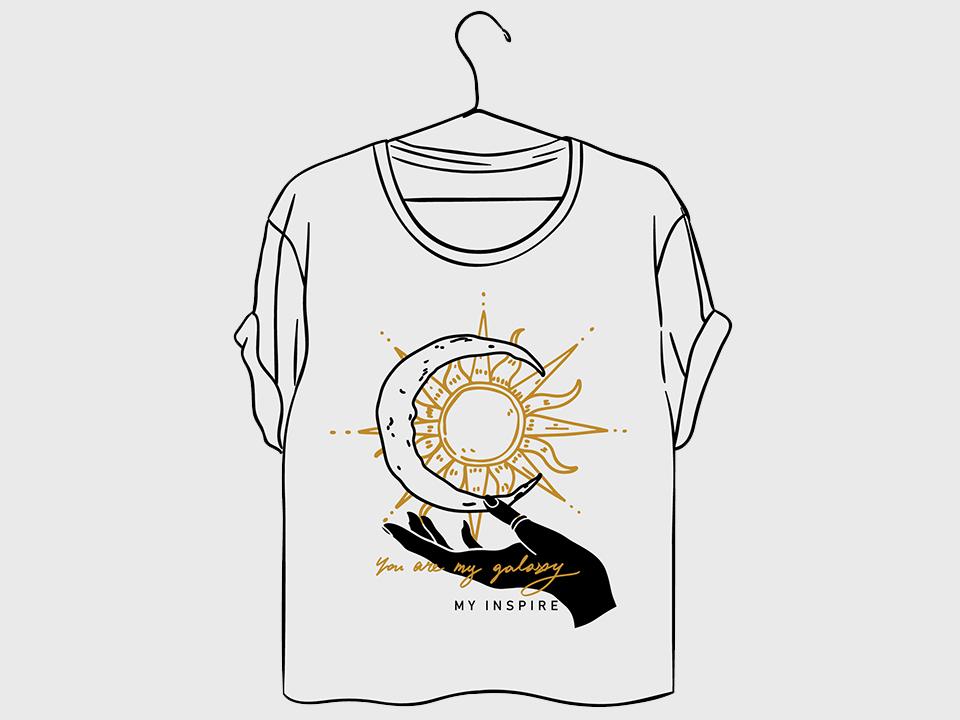 太陽と月が描かれたTシャツ