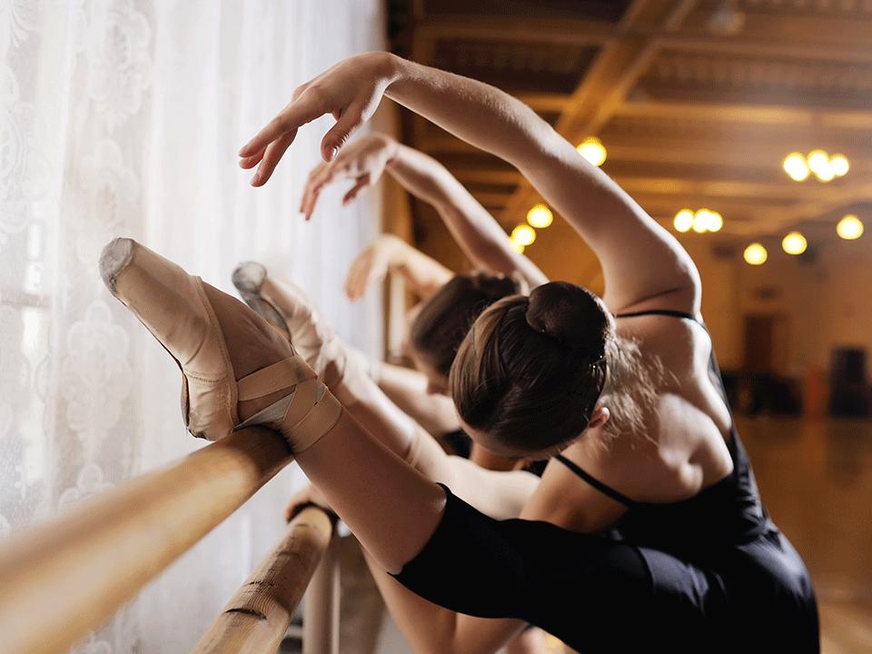 バレエをする女性たち