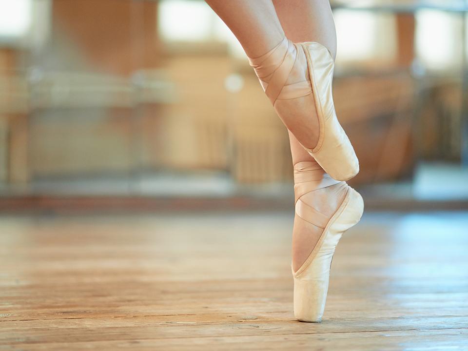 バレエをする女性の足