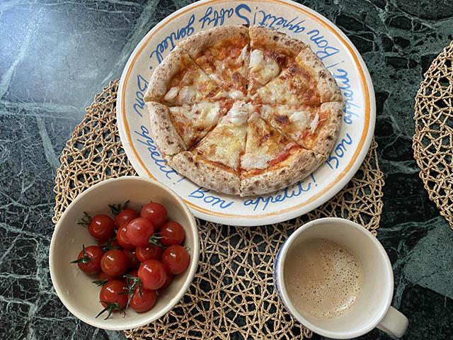 奥田政行の山形イタリアン「アルケッチァーノ」のズワイガニのピザ