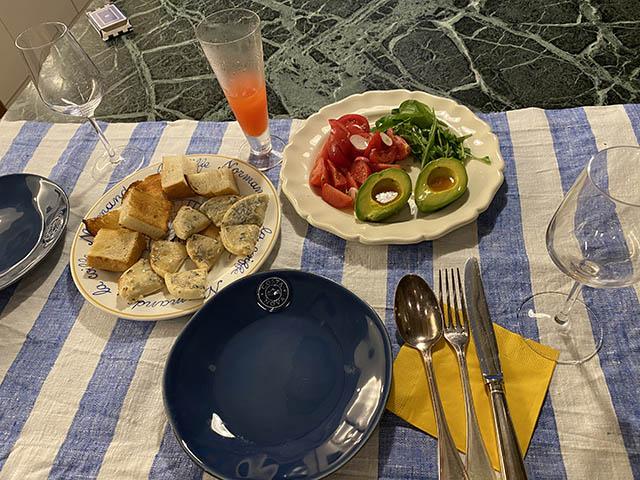 pain,salade,campari