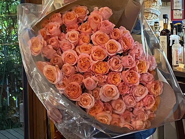 70本のバラ