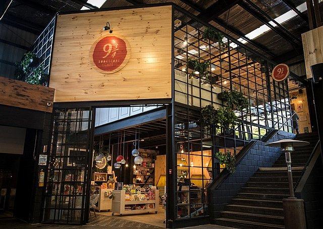 150716EC943bookstorecafe1