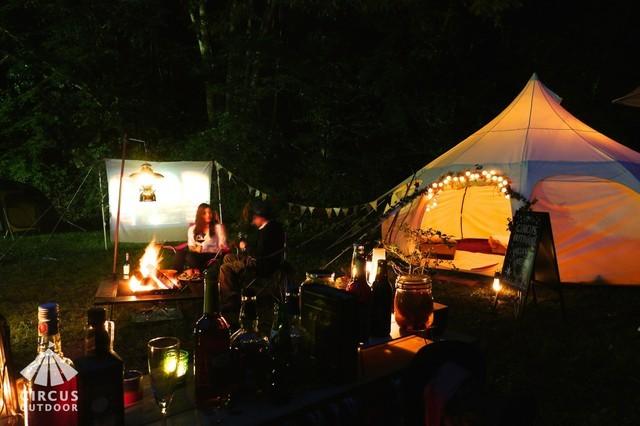 アウトドアスキルもギアも何もいらない「幻想的なキャンプ体験」はいかが?